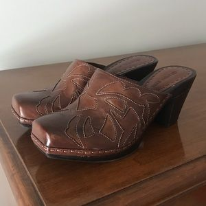 "Gianni Bini Leather ""Saddle"" Clogs"